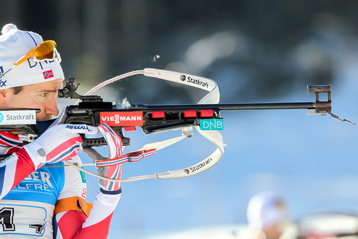 Emil Hegle Svendsen under stafetten i verdenscupen i skiskyting i Pokljuka, Slovenia søndag.