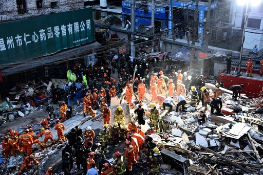 Collapsed residential buildings kills 22 people in eastern China