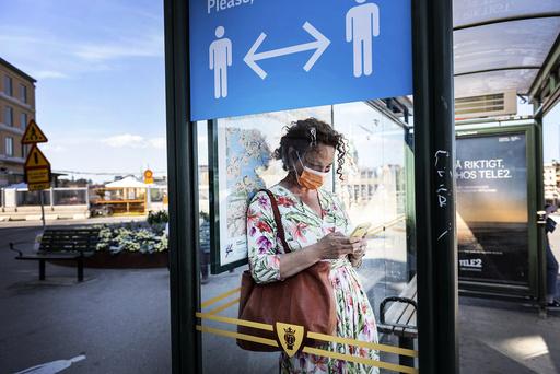 Fra neste uke vil Sverige oppdatere sine reiseråd hver fjortende dag i sommer. Illustrasjonsfoto: Stina Stjernkvist / TT Nyhetsbyrån / AP / NTB scanpix
