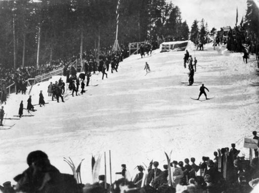 Første hopprenn i den første Holmenkollbakken