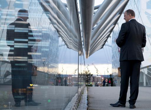 Samferdselsminister Ketil Solvik-Olsen var mandag kveld på omvising på Oslo S sammen med Jernbaneverket etter at stasjonen åpnet for fullt igjen mandag morgen etter vedlikeholdsarbeid.