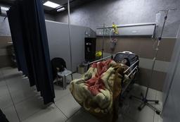 En koronasmittet pasient på et sykehus i Ramallah på Vestbredden. Foto: Nasser Nasser / AP / NTB