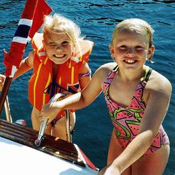 Stine Sofie Sørstrønen (t.v.) og Lena Sløgedal Paulsen ble funnet voldtatt og drept i Baneheia i Kristiansand i 2000. Arkivfoto: Privat / NTB