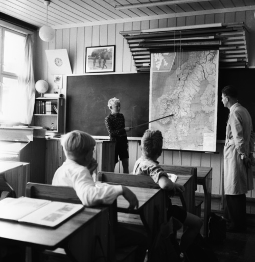 Unterricht in Dorfschule/Norwegen/1955. - Lesson in village school / Norway / 1955 - Pédagogie : école.