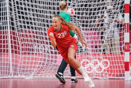 Camilla Herrem feirer en av mange norske scoringer i OL-kampen mot Sverige. Foto: Stian Lysberg Solum / NTB