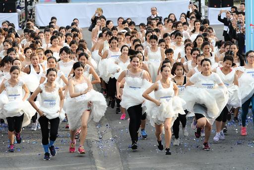 THAILAND-BANGKOK-LIFE-BRIDE-RUNNING