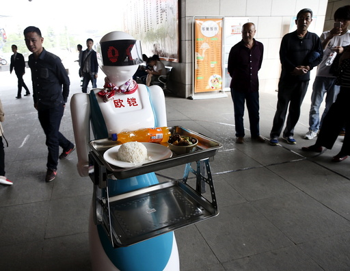 A robot works as a waitress for a restaurant in Xi'an