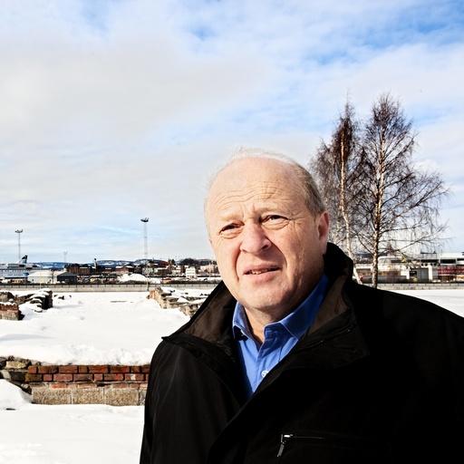 Odd Einar Dørum. Politiker. Tidligere leder i partiet Venstre. Her i Middelalderparken i bydel Gamle Oslo i forbindelse med utbyggingen i Bjørvika.