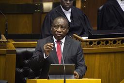 Sør-Afrikas president Cyril Ramaphosa har gått i karantene og er nå president på hjemmekontor. Foto: Rodger Bosch/Pool Photo via AP/NTB