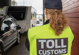 En person ble fredag anmeldt etter å ha passert Flermoen grenseovergang i Trysil. Bildet er fra en annen grenseovergang.  Foto: Geir Olsen / NTB