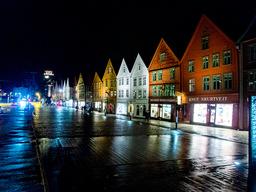 Det er meldt om 24 nye smittede i Bergen lørdag. Her fra Bryggen. Illustrasjonsfoto: Gorm Kallestad / NTB