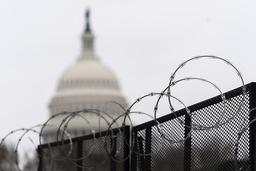Kongressen i Washington er fortsatt omgitt av høye gjerder etter opptøyene i januar. Foto: Manuel Balce Ceneta / AP / NTB