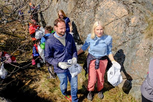 Kronprins Haakon og kronprinsesse Mette-Marit ombord på S/S Vega under besøket i Risør.