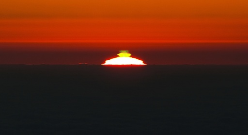 Green flash phenomenon at sunset