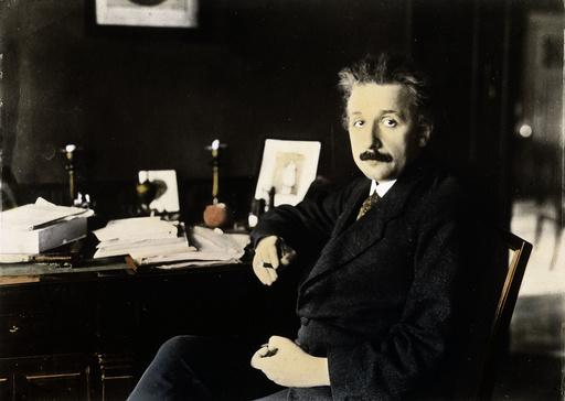 Einstein in Berliner Arb.zimmer/Foto1921 - Einstein / Study / Berlin / Photo 1921 - Einstein, Albert
