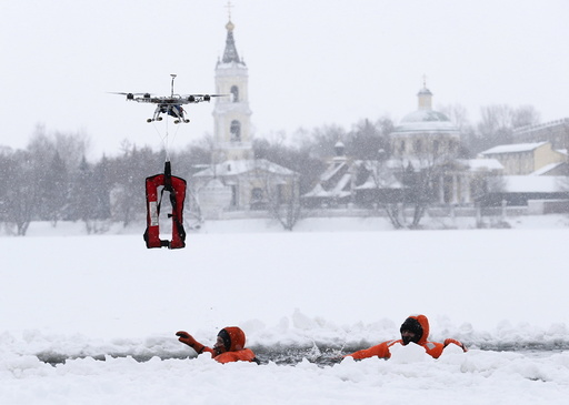 Emergencies Ministry members take part in a training session in Moscow
