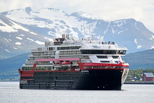 Tromsø  20190702. Hurtigrutens splitter nye ekspedisjonsskip MS Roald Amundsen ankommer her Tromsø tirsdags kveld. I morgen skal det ut på sin jomfrutur. Foto: Rune Stoltz Bertinussen / NTB scanpix