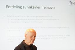 Smitteverndirektør Geir Bukholm i Folkehelseinstituttet bekrefter at Norge kan vente seg betydelige mengder ekstra vaksinedoser til sommeren. Foto: Ole Berg-Rusten / NTB
