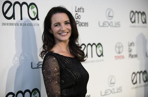 Davis poses at the 2014 Environmental Media Awards at Warner Bros. Studios in Burbank