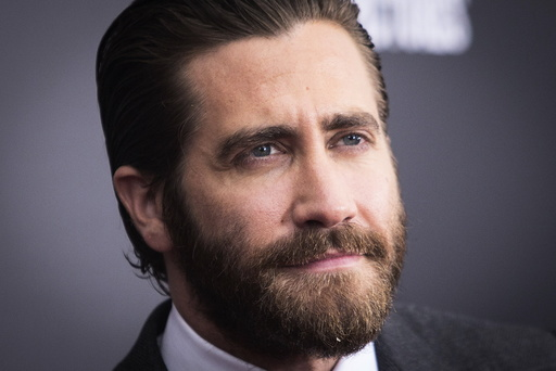 Actor Jake Gyllenhaal attends the premiere of