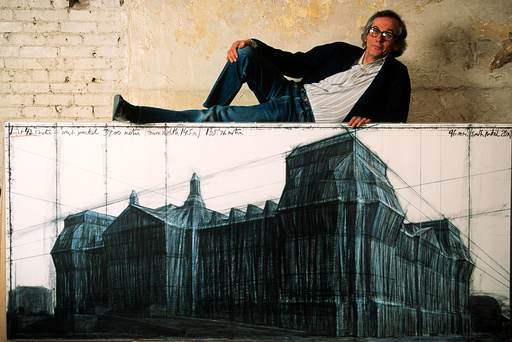 USA. New York. CHRISTO's wrapped Reichstag project.