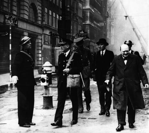 W.Churchill im zerbombten London/1940 - Churchill in bomb-wrecked London / 1940 -