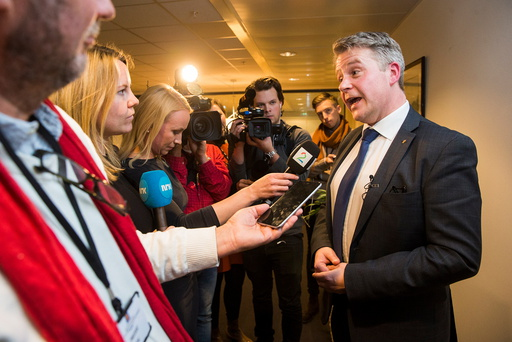 Per-Willy Trudvang Amundsen (Frp) møter pressen etter at han overtok som justis- og beredskapsminister tirsdag.