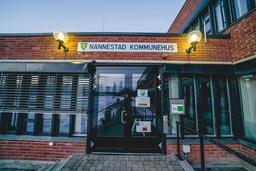Nannestad kommune lar nå innbyggerne på Nygårdstoppen flytte tilbake til hjemmene sine.  Foto: Stian Lysberg Solum / NTB