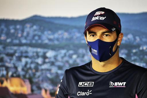 Sergio Pérez har testet positivt for koronaviruset og må dermed stå over helgens Formel 1-løp på Silverstone-banen. Foto: FIA / AP / NTB scanpix