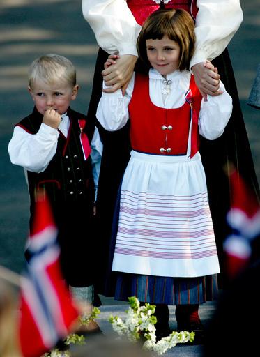 17. MAI-FEIRING 2008 - KRONPRINSFAMILIEN PÅ SKAUGUM