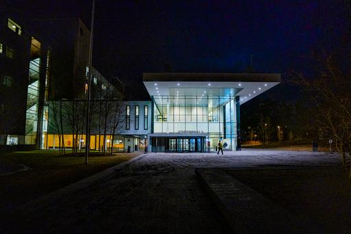 Lørenskog 20200324.  Hovedinngangen til Akershus universitetssykehus (Ahus). Foto: Stian Lysberg Solum / NTB