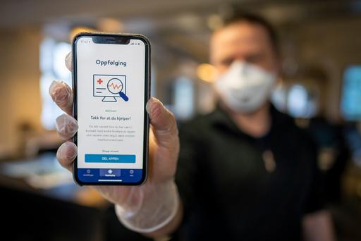 Folkehelseinstituttets app Smittestopp for smittesporing.  Foto: Heiko Junge / NTB scanpix