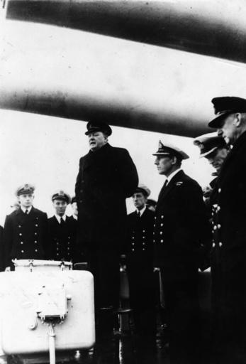 Churchill hält Rede auf d. 'Exeter',1940 - Churchill gives speech o.t.'Exeter',1940 -