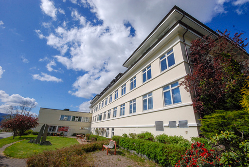 Arkivbilde av Nordfjord sjukehus, der en vikarlege ved medisinsk avdeling 19. juni testet positivt for covid-19. Arkivfoto: Ingebjørg Nilsen Stokkenes/Fjordabladet / NTB scanpix