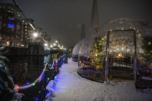 Forbudet mot alkoholservering på kvelden har ført til stor svikt i omsetningen for svenske serveringssteder. Arkivfoto: Carl-Olof Zimmerman / TT Nyhetsbyrån 7 AP / NTB