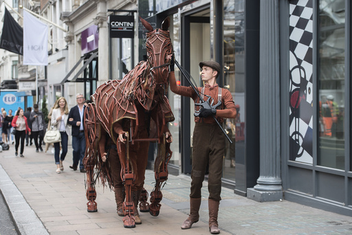 War Horse puppets to be auctioned