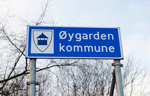 Øygarden 20200104.  Det nye skiltet til den nye Øygarden kommune. Foto: Marit Hommedal / NTB