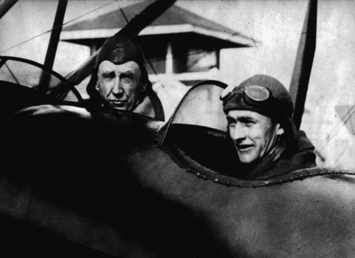 Roald Amundsen mit Omdahl im Flugzeug - Roald Amundsen with Omdahl in airplane - Roald Amundsen et Omdahl en avion