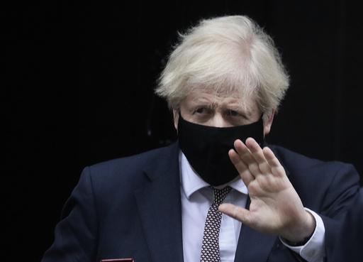 Storbritannias statsminister Boris Johnson på vei til spørretimen i parlamentet. Foto: Kirsty Wigglesworth/AP/NTB