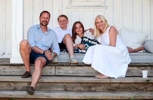 Kronprinsfamilien ferierer på Dvergsøya.