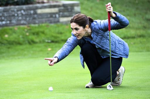 H.K.H. Kronprinsessen forestår overrækkelse af præmie til Asserbo Golf Clubs juniorafdeling, Kronprinsessen