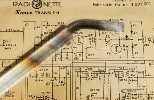 Kurer radio ble solgt med komplett kretsskjema, beregnet for at kunden selv kunne lodde kretsfeil.