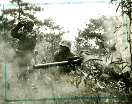 Korea-Krieg / US-Soldaten mit Leichtgeschütz / Foto 1950 - Korean War, US soldiers, recoilless gun -