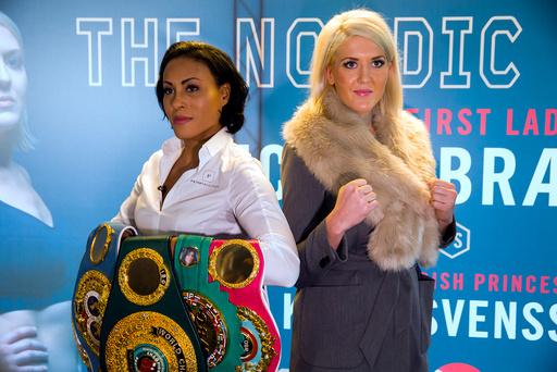 Dagens bilde: Cecilia Brækhus møter den svenske bokseren Klara Svensson til tittelkamp i Oslo Spektrum 28.