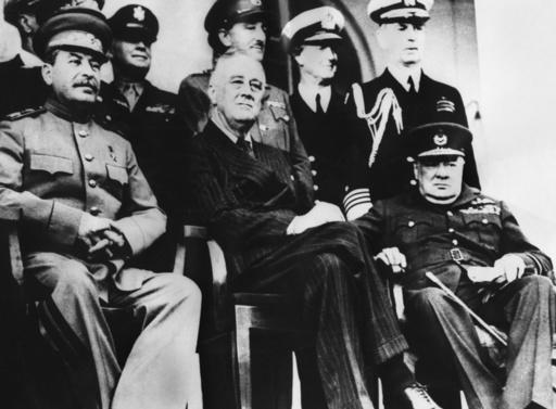 Stalin, Roosevelt och Churchill vid Teherankonferensen.