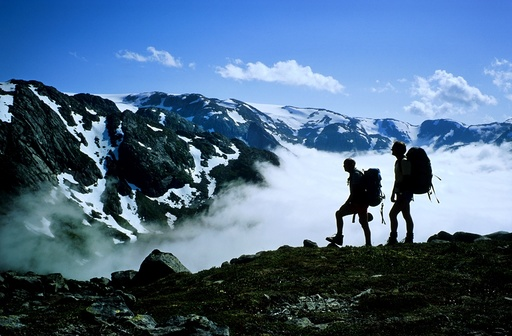 Turfolk i oppstigningen fra Sunndal til Fonnabu ved Folgefonna. Kvinnherad, Hordaland