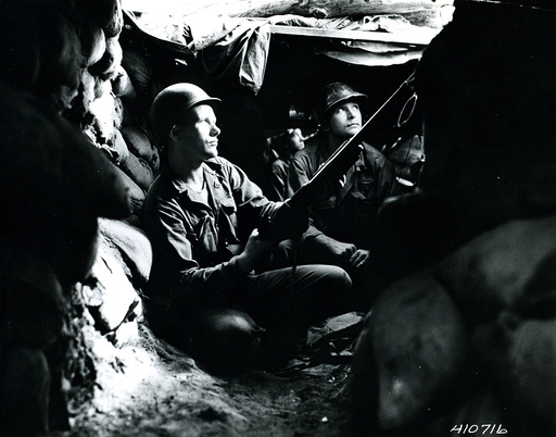 Korea-Krieg, US-Soldaten in Deckung / Foto 1952 - Korean War, US soldiers under cover -