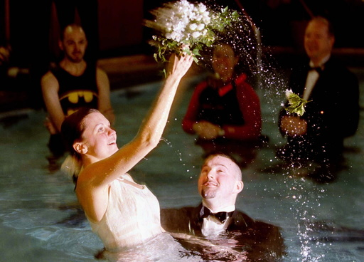 YOUNG COUPLE MARRIED IN A SWIMMING POOL ON VALENTINE'S DAY