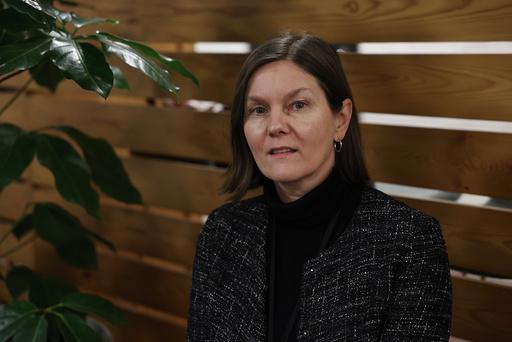 – Selv om en person er fullvaksinert mot koronavirus, kan koronaviruset påvises, sier avdelingsdirektør Karianne Johansen ved FHIs smittevernregistre. Likevel har kun 0,07 prosent av de fullvaksinerte i Norge fått påvist smitte. Foto: Jil Yngland / NTB