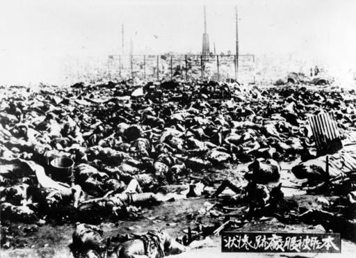 Opfer in Hiroshima nach Atombombe - Victims of the atom bomb in Hiroshima - Deuxième Guerre mondiale / Guerre du Pacifique, 1941-45 : ex